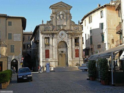 spoleto_008_piazza_del_mercato